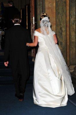 ชุดแต่งงานด้านหลัง เวลลูกไม้